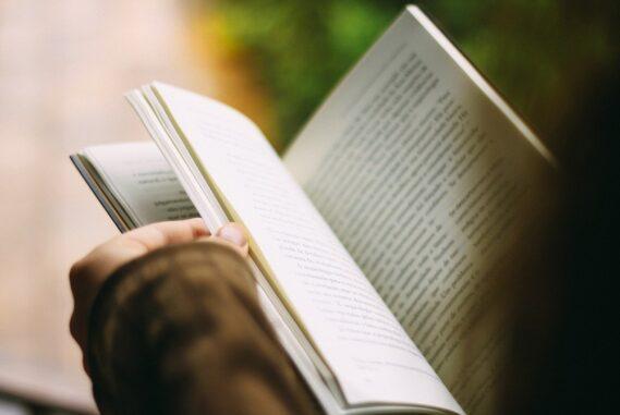Szakmai kiadványok, oktatási segédanyagok