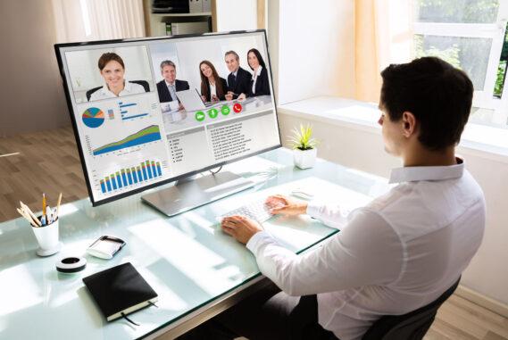 Online (digitálisan elérhető) és tantermi továbbképzések szervezése